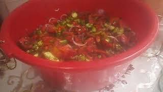 Закусочный салат на зиму из огурцов и помидор.