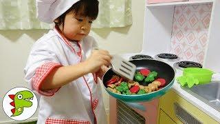 料理の修行!コック見習いになって料理をつくるよ❤ピザ キッチン トイキッズ thumbnail