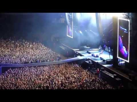 Foo Fighters Best of You (Dave Grohl broken leg) at Ullevi Gothenburg Sweden.