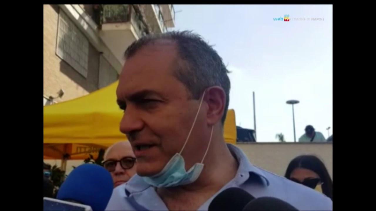 Il sindaco de Magistris in visita al mercato della Coldiretti a Fuorigrotta