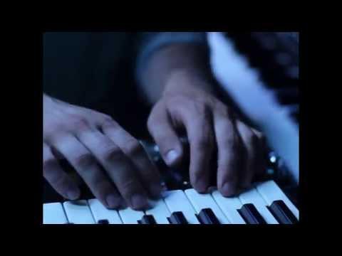 """Aero Flynn - """"Crisp"""" Live"""