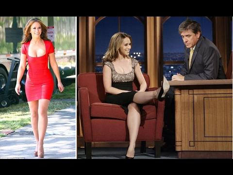 Jennifer Love Hewitt gets Flirtatious with Craig Ferguson (Interview Compilations)