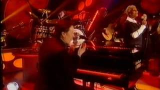 Dave Swift on Bass with Jools Holland backing Dionne Warwick