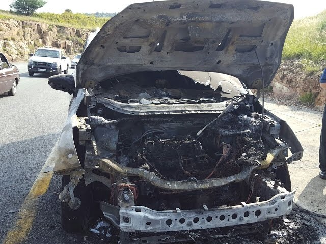 Ford Kuga catches fire off Voortrekker Road offramp