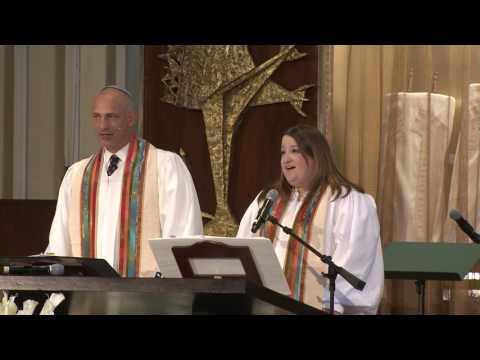 Rabbi Jonathan Aaron and Cantor Lizzie Weiss Sing Matovu and Esa Einai in HHD 2016