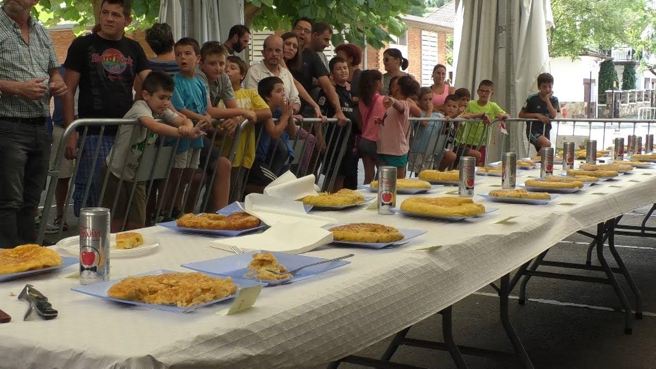 Patata tortilla lehiaketa egin dute lehen aldiz Gurutze Auzoko jaietako igandea girotzeko