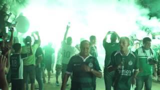 Imagens da festa da torcida do Goiás na chegada do time para o jogo contra o Fluminense