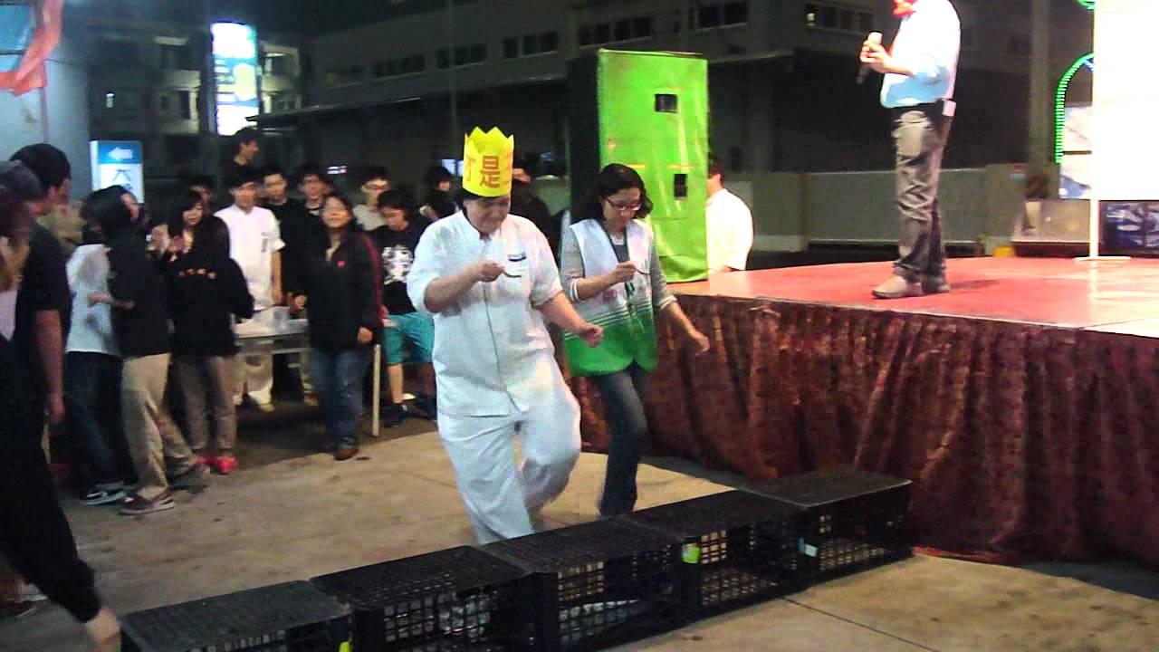 2012/02/15家福仁德店春酒晚會趣味遊戲-滴水不漏 - YouTube