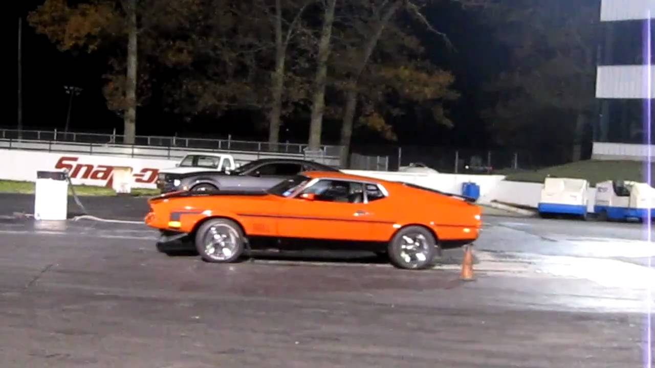 Camaro Vs. Mustang >> 2010 Camaro SS vs 71 Mustang Mach1 - YouTube