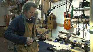 Phil Neal - designer of the lapstick travel guitar (dutch spoken) Thumbnail