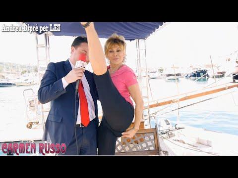 Carmen Russo fa la sua celebre spaccata per Andrea Diprè thumbnail