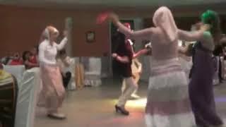 Turbanli bayanlar oynuyor