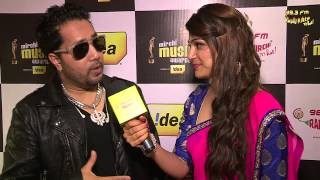 Mika singh sings Tu Mere Agal Bagal at the #MMAWARDS RED CARPET