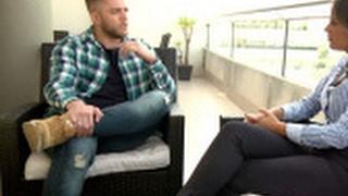 Rafa lucha contra una mujer indiferente y un sofá incómodo - Casados a Primera Vista
