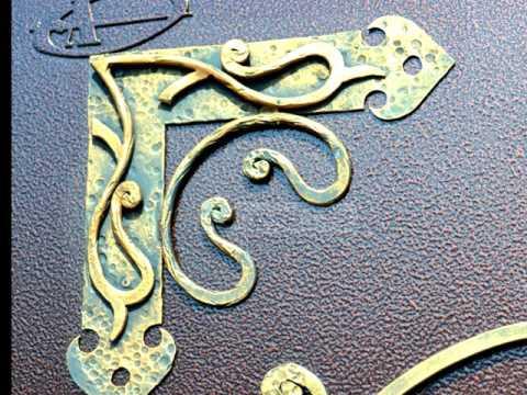 Как украсить металлическую дверь ковкой, декоративные элементы для оформления входной двери, кованые