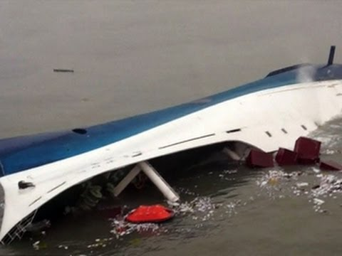 South Korea ferry tragedy: More crew members detained, more victims found