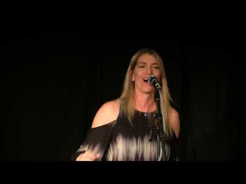 """Encore un soir"" + ""Send my love"" - Interprétation de Martina Robadin"