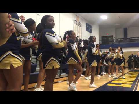 Arthur Hill students and Pom team cheer
