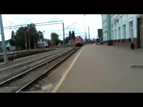 Прибывающий на станцию Грязи- Воронежские скорый поезд Адлер - Москва.