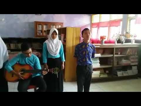 musikalisasi puisi karangan bunga(taufik ismail) versi laskar pelangi