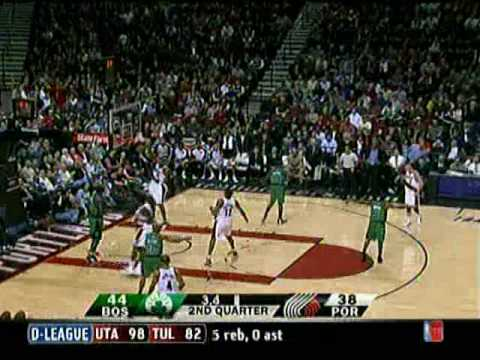 Portland Trailblazers have six players on the court! (12/30/08)