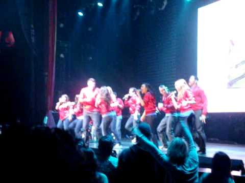 02 My Life Would Suck Without You  Glee ! Tour