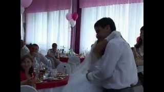 зачитал рэп у сестры на свадьбе)