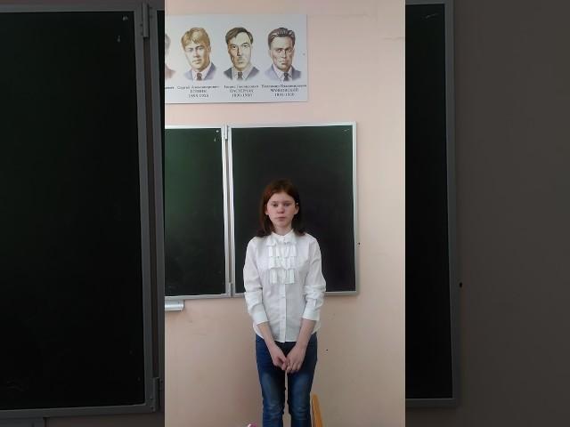 Изображение предпросмотра прочтения – АнгелинаСеменова читает произведение «Майор привез мальчишку на лафете...» К.М.Симонова