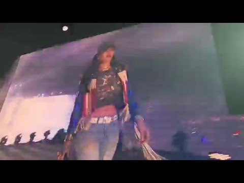 Rihanna and Calvin Harris performing We...