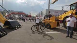 Прыжок в самосвал: трюки велотриалистов на спецтехнике ЧЕТРА