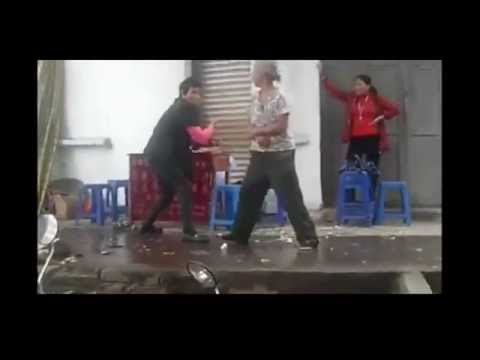 Two Old Chinese Women Kung Fu Fighting [Funny Video]