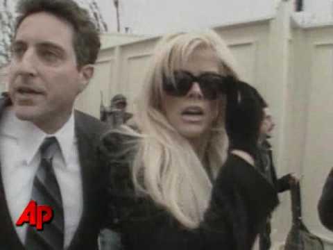 Anna Nicole Smith Investigated in Murder Plot