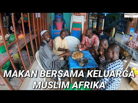 MAKAN BERSAMA KELUARGA MUSLIM DI AFRIKA