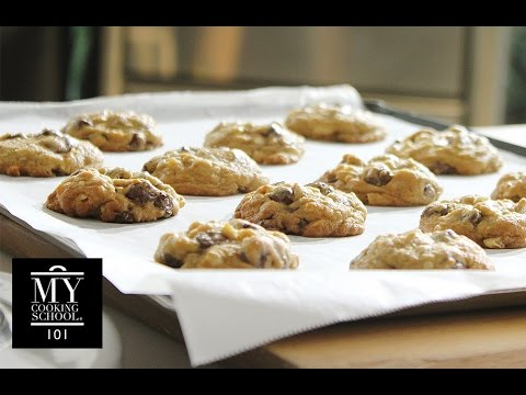 Chocolate Chip Cookies : Soft & Chewy