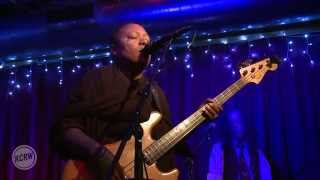 """Meshell Ndegeocello performing """"Folie A Deux"""" Live on KCRW"""