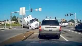 Los peores accidentes de coches grabados por una cámara YouTube Videos