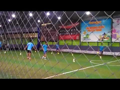 Penggawa Arema FC yang Tidak Dibawa ke Medan Berlatih di Lapangan Futsal Champion Tidar