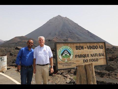 Embaixador Donald Heflin visita a Ilha do Fogo