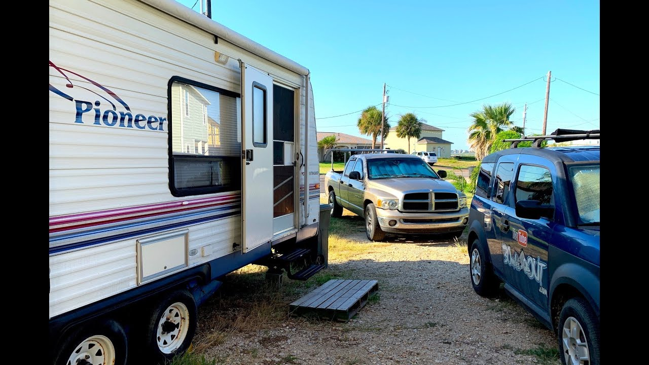 30MO VLOG - RV LIFE IN ROCKPORT TEXAS | Life in a Driveway