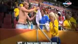Repeat youtube video Trikottausch bei der Frauen WM