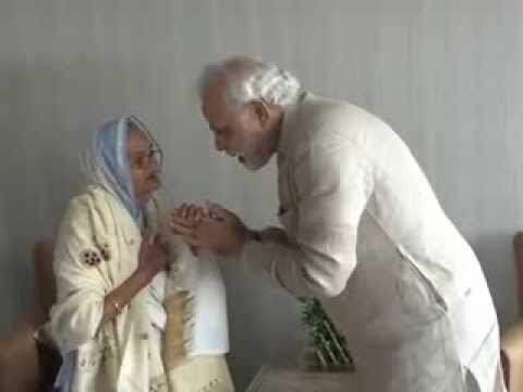 Narendra Modi meets Rasoolan Bibi ji, the widow of Param Vir Chakra awardee Shaheed Abdul Hameed