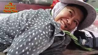 Nằm xe lăn bò đi kiếm ăn chị Mộng được Việt kiều Pennsylvania biếu tiền