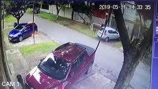 bomba molotov contra un auto en Granadero Baigorria