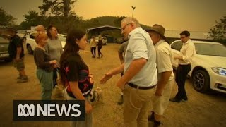 Scott Morrison heckled by residents in bushfire-ravaged town | ABC News