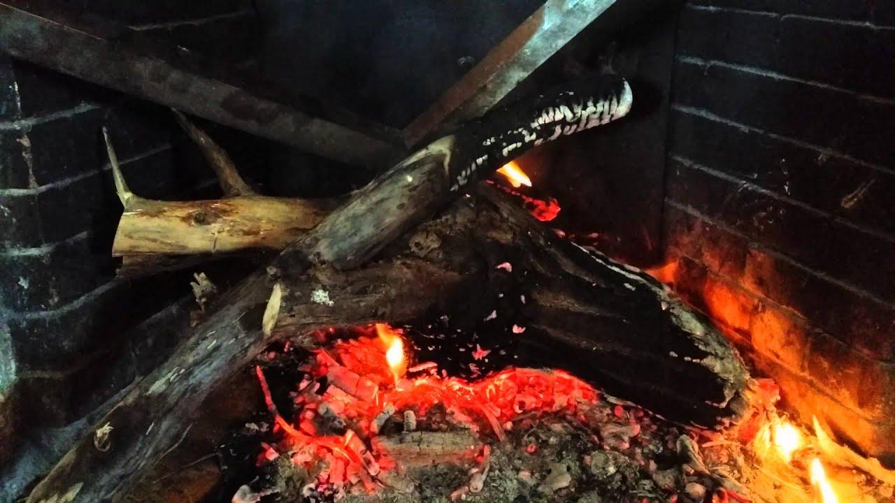 Fuego ambiente chimenea de casa de campo youtube - Chimeneas de campo ...