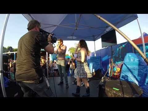 Brett Eldredge Surprises Karaoke Singer CMA Festival (Bud Light House of Whatever) 2015
