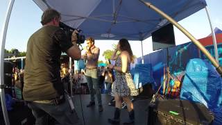 Brett Eldredge Surprises Karaoke Singer CMA Festival (Bud Light House of Whatever) 2015