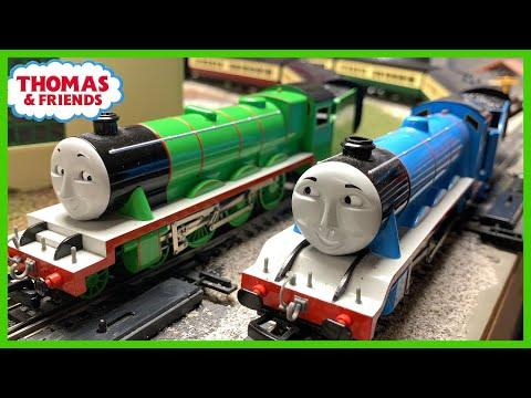 Gordon & Henry Long Express Train – Bachmann and Hornby Thomas & Friends Train