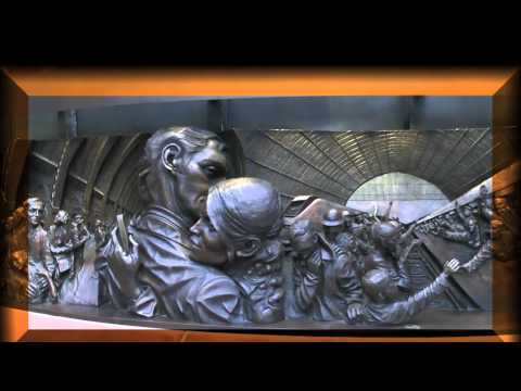 "Great art, St Pancras Station, London: bronze statue & frieze ""The Meeting Place"", by Paul Day"