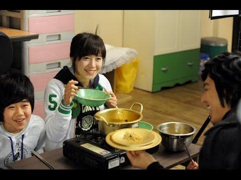 Perhatikan cara orang Korea makan mie, langsung telan tanpa putus! thumbnail